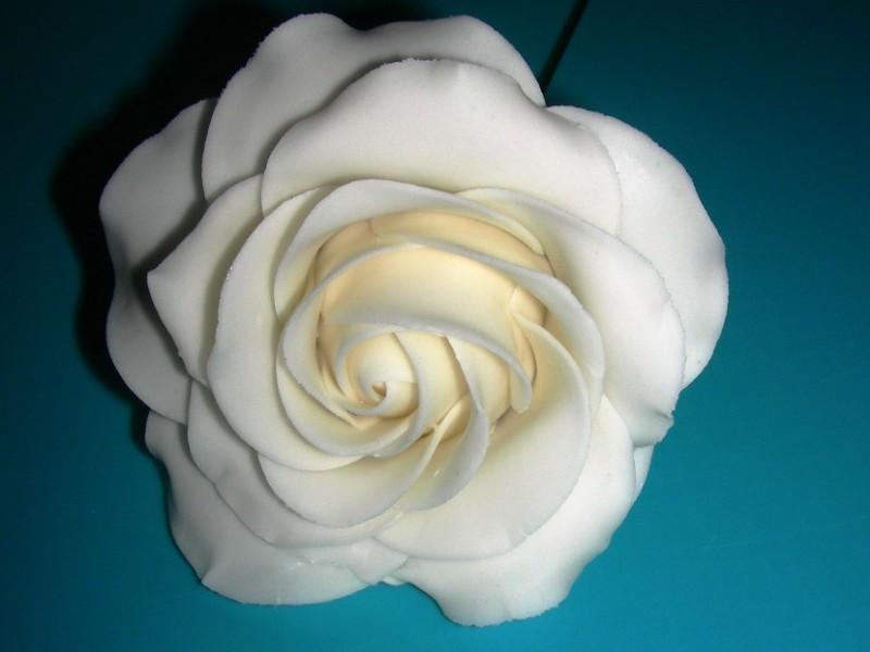 anleitung f r eine rose aus bl tenpaste. Black Bedroom Furniture Sets. Home Design Ideas