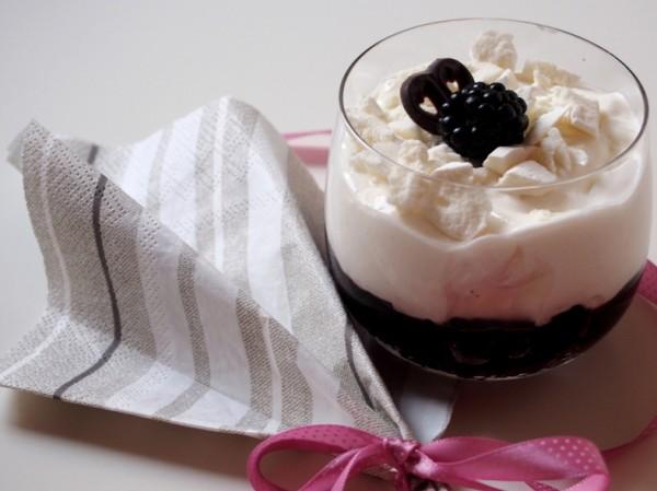 Brombeer-Brownie-Dessert
