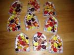 Formen mit Bonbons befüllen