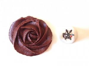 geschlossene Sterntülle Rose