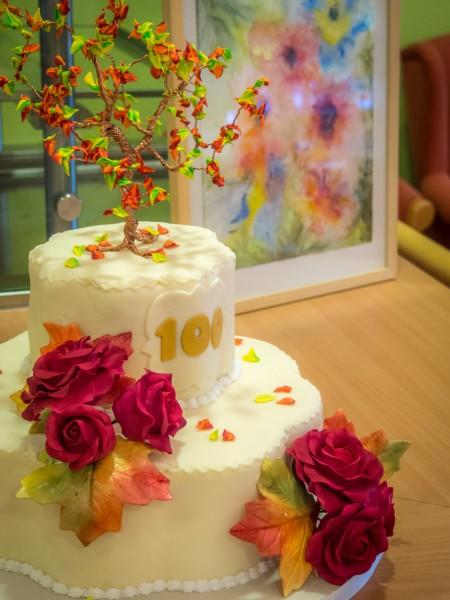 Eine Goldene Herbsttorte Zum 100 Geburtstag