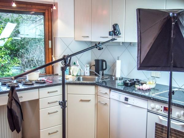 Küche mit Stativ und Tageslichtlampe