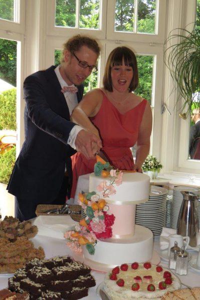 Anschneiden der Torte