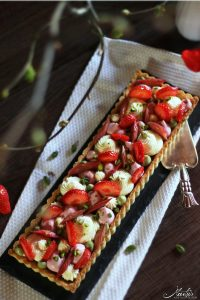 malus-pistazientarte-mit-erdbeeren-rhabarber-3b