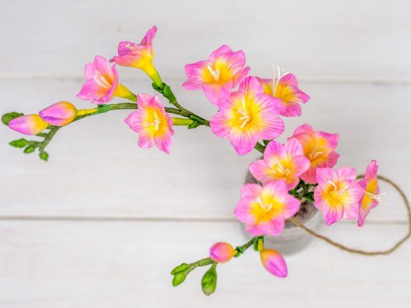 Freesien aus Blütenpaste