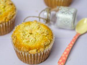 Vanillemuffins mit Pudding und Streuseln