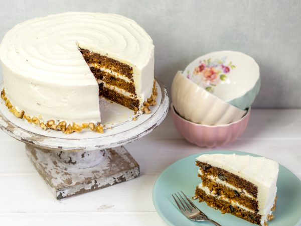 karottenkuchen mit frischk secreme carrot cake mit creamcheese frosting. Black Bedroom Furniture Sets. Home Design Ideas