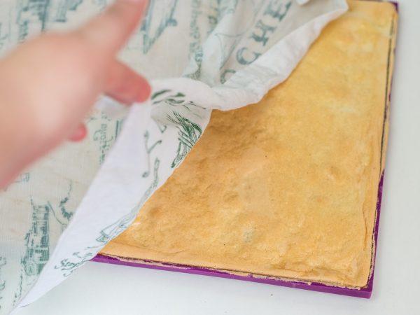 Biskuitroulade feuchtes tuch