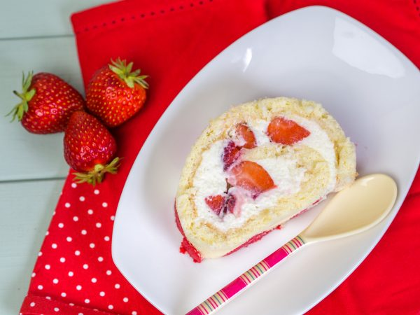 Biskuitroulade Erdbeersahne