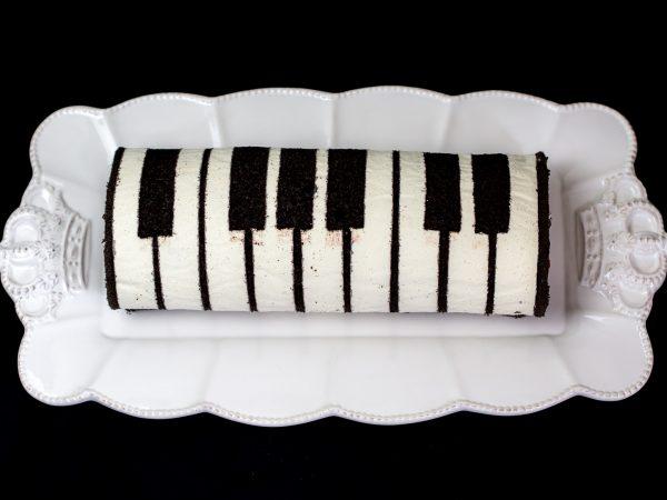 Biskuitroulade Klavier