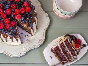 Waldfrucht-Nougat-Torte mit Sahne-Mascarpone-Creme und vielen Beeren