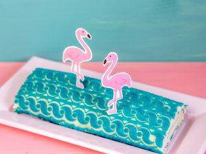 Flamingo-Biskuitroulade mit Reliefmatte**