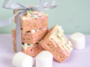 White Chocolate Rice Krispies Treats in Osterfarben