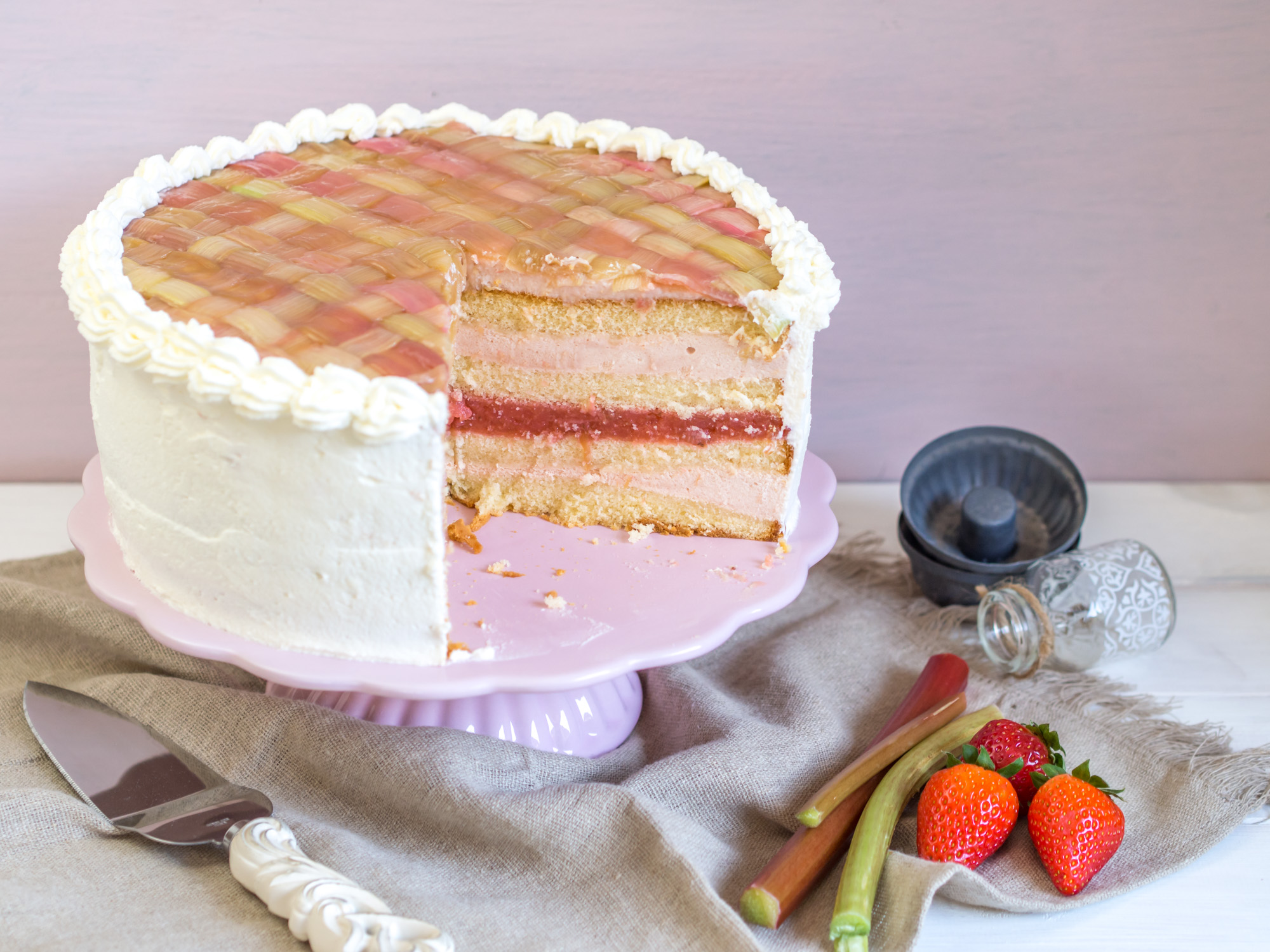 Rhabarber Torte Mit Rhabarbercreme Und Erdbeeren Ofenkieker