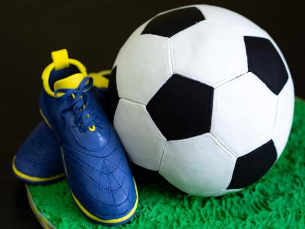 Fußballtorte Fußball-Torte Fußball Kuchen Rezept Anleitung Tutorial
