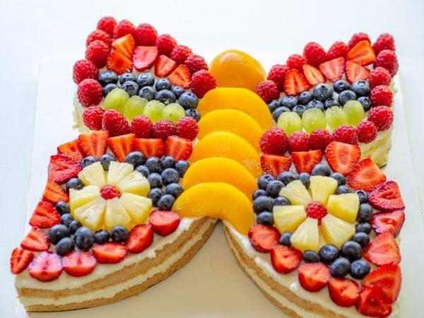 Schmetterling mit Obst belegt