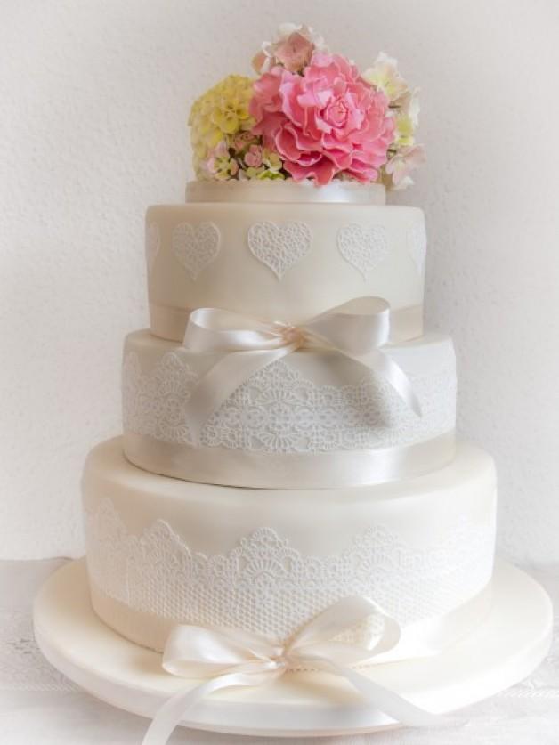 ... » Motivtorten & Zuckerdekoration » Frühlingshafte Hochzeitstorte