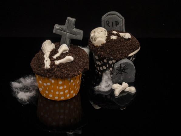 Halloween-Cupcakes: Friedhofszene auf Cupcakes