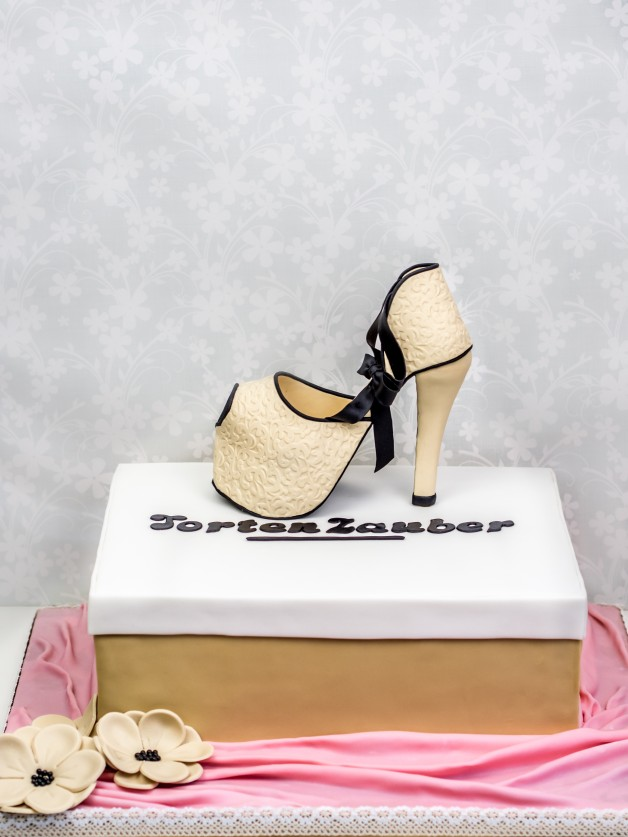 High Heel aus Fondant zur Dekoration einer Schuhkarton-Torte {Video}