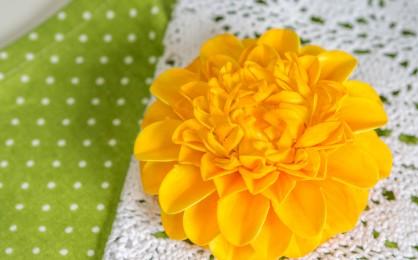 Einfache Dahlie aus Blütenpaste*
