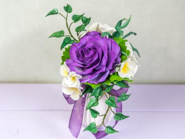 Eine lila Rose zur Hochzeit