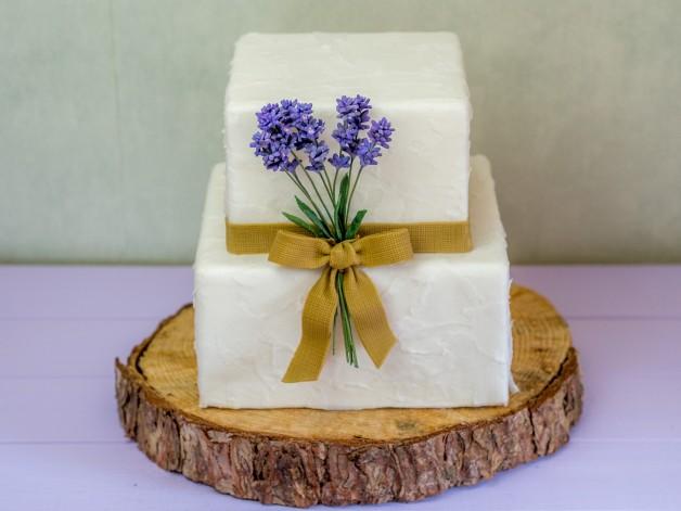 Rustikale Torte zur Hochzeit