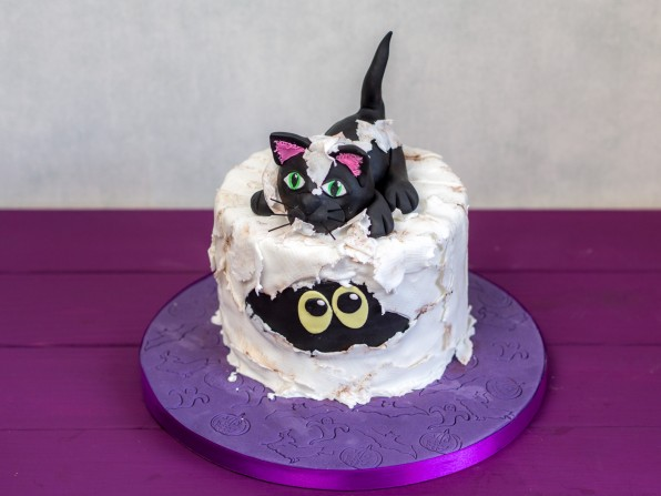 Halloweentorte: Mumie mit spielender Katze {Video}