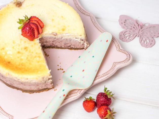 roasted strawberry cheesecake k sekuchen mit ger steten erdbeeren ofenkieker. Black Bedroom Furniture Sets. Home Design Ideas