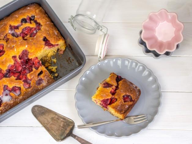 Beerenkuchen mit Maismehl (Strawberry Cornbread)