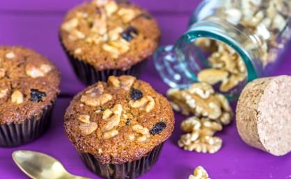 Apfel-Muffins mit Cranberries und Walnüssen