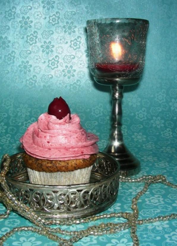 Mohn-Kirsch-Cupcakes, Mohn-Kirschtorte oder Mohnkuchen