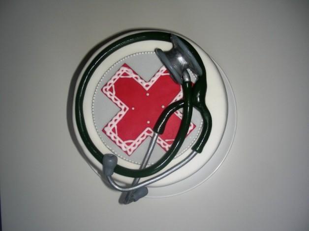 Stethoskop und Aufleger für die Arzt-Torte