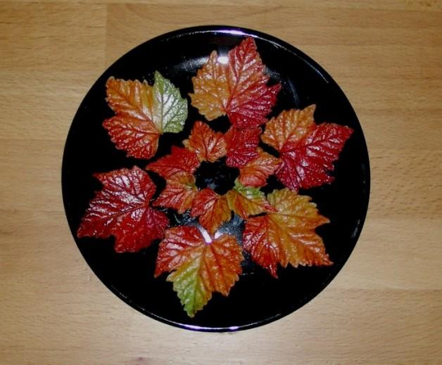 Herbstlaub aus Schokomodelliermasse