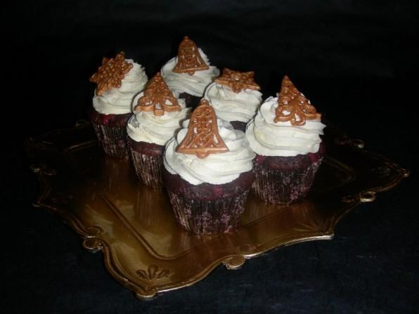 Weihnachtliche Marzipan-Kirsch-Cupcakes