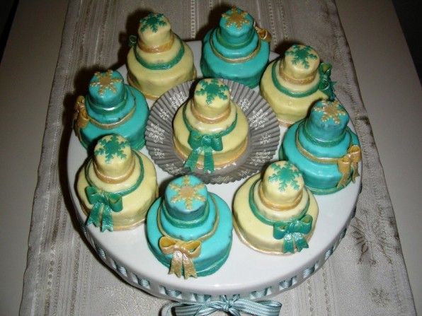 Winterliche Mini-Geburtstagstörtchen
