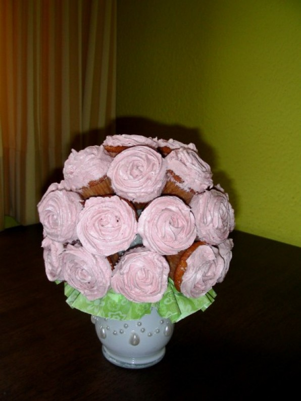Cupcake-Bouquet mit Champagner-Himbeer-Cupcakes
