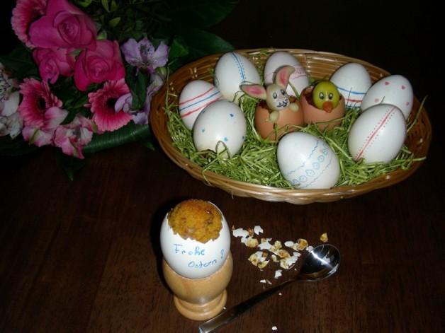 Karottenkuchen versteckt im Ei
