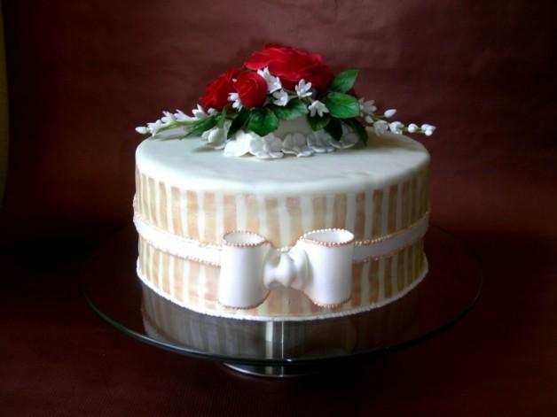 Blumige Torte zur Hochzeit