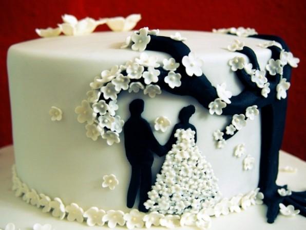 Hochzeitstorte für die standesamtliche Zeremonie
