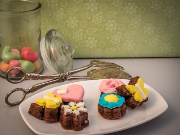 Frühlingstörtchen – oder Minikuchen aus Silikonformen einfach verzieren*